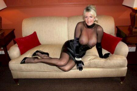 Femme cougar sexy docile pour coquin expérimenté souvent disponible