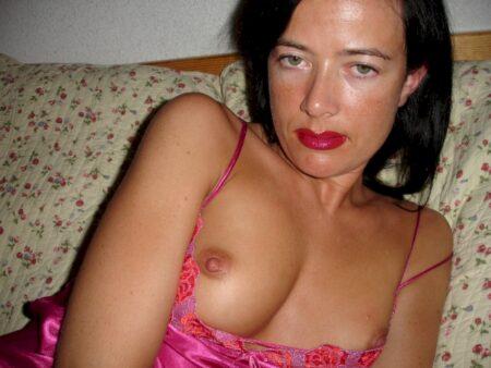 Femme infidèle sexy dominatrice pour coquin soumis