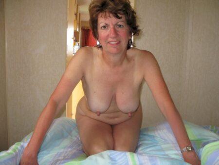 Femme mature coquine soumise pour amant dominateur