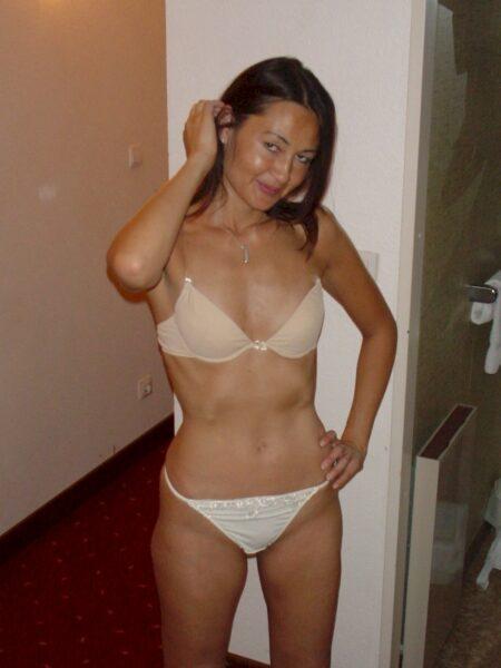 Passez un plan sexe chaud avec une femme asiatique sexy