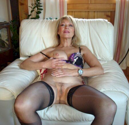 Pour coquin torride disponible qui aimerait une cougar sexy